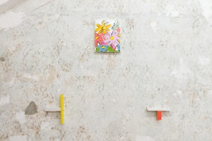 Mar Garcia Albert, Bouquet Painting #1, (2021) Oil paint on wrapped canvas, 24 x 19 cm; Alexander Lieck, Plan Q Gelb/Weiß/Schwarz, 2020, wood, screws, enamel, 22/13,3/3,8 cm; Alexander Lieck, Plan Q Weiß/Lachs, 2020, wood, screws, enamel, pencil 16,9/7,6/3,9 cm