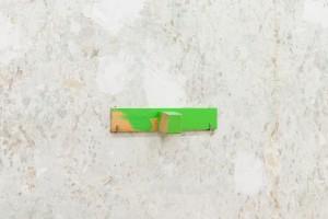 Alexander Lieck, Plan Q Grün, 2020 wood, screws, enamel, oil paint, 23,4/7,2/4,6 cm