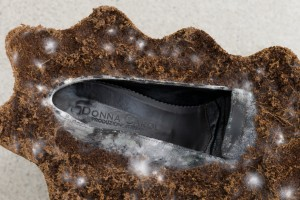 Angelika Loderer: Animate (detail), 2020; coconut substrate, mycelium, leather shoes